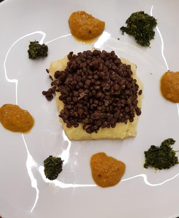 Black lentils on potato mash